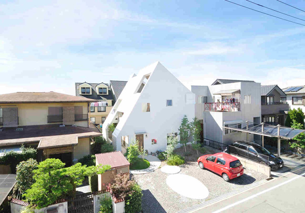 Attractive and Relaxing Spaces in the Monteblanc House in Okazaki, Japan