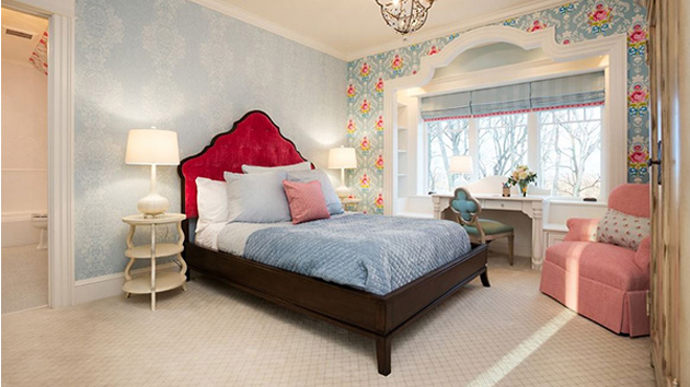 20 Captivating Bedrooms With Floral Wallpaper Designs ...