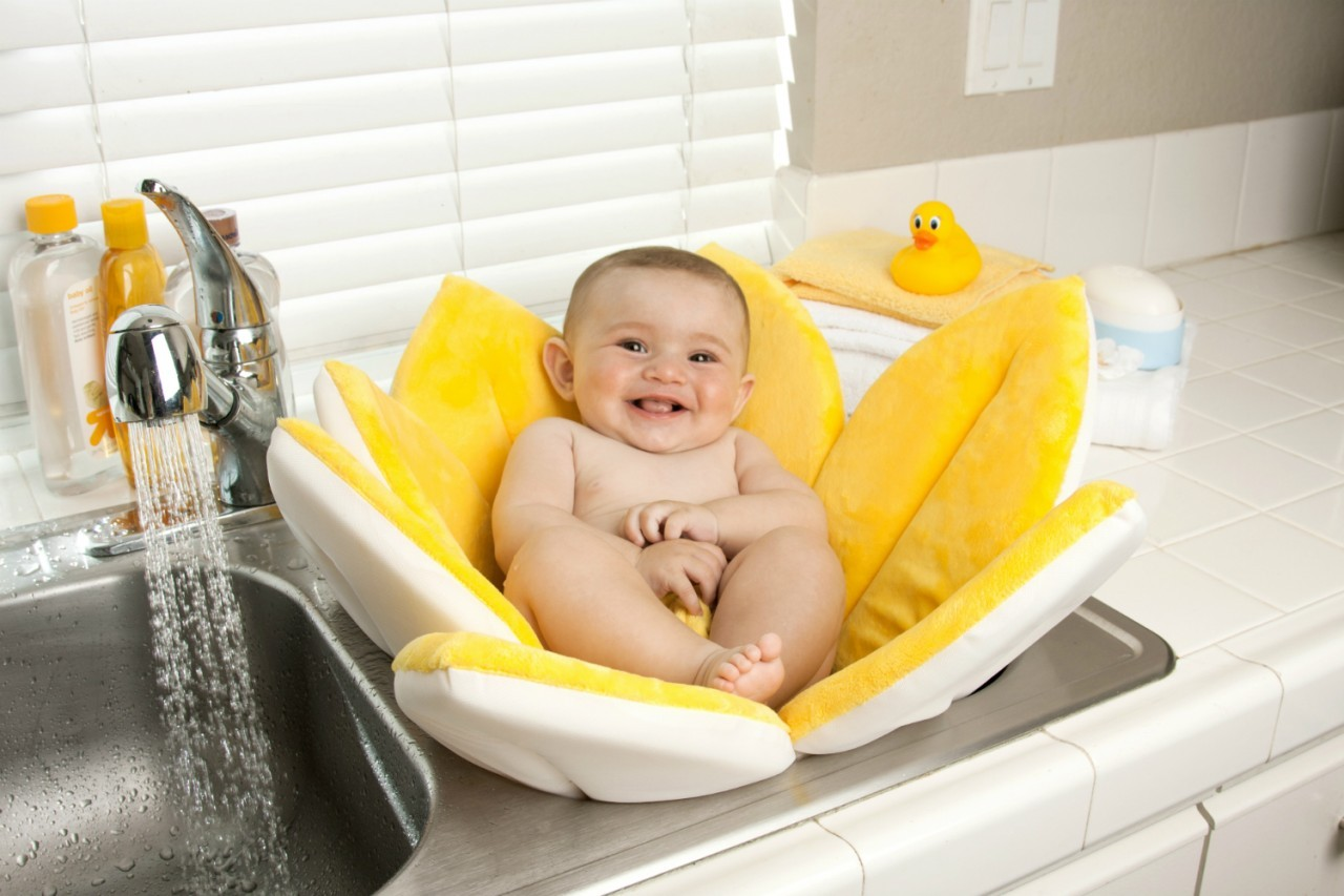 Blooming Bath Convenient Way To Bathe Baby Home Designing