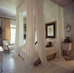 Dreamy Canopy Beds 0013