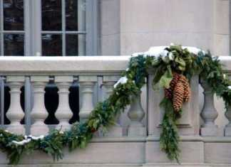 Greenery Garlands With Pinecones Will Make Your Balcony Look More Festive And Holiday Ready