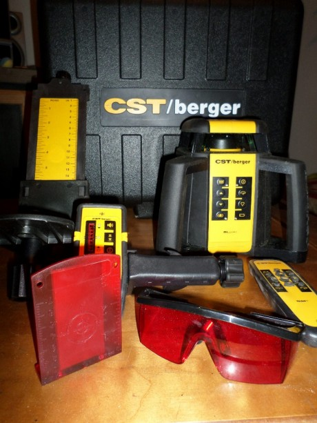 This is what comes in the box. Tripod and measuring rod come with the kit or can be purchased separately.