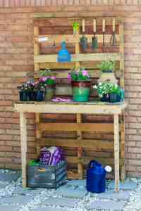 DIY Pallet Projects - Pallet Gardening Table