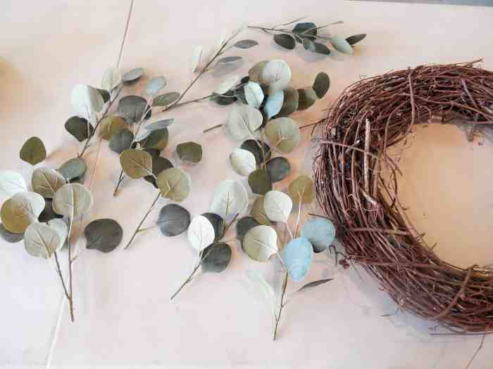 Easy DIY Wreath - Leaves and grapevine wreath