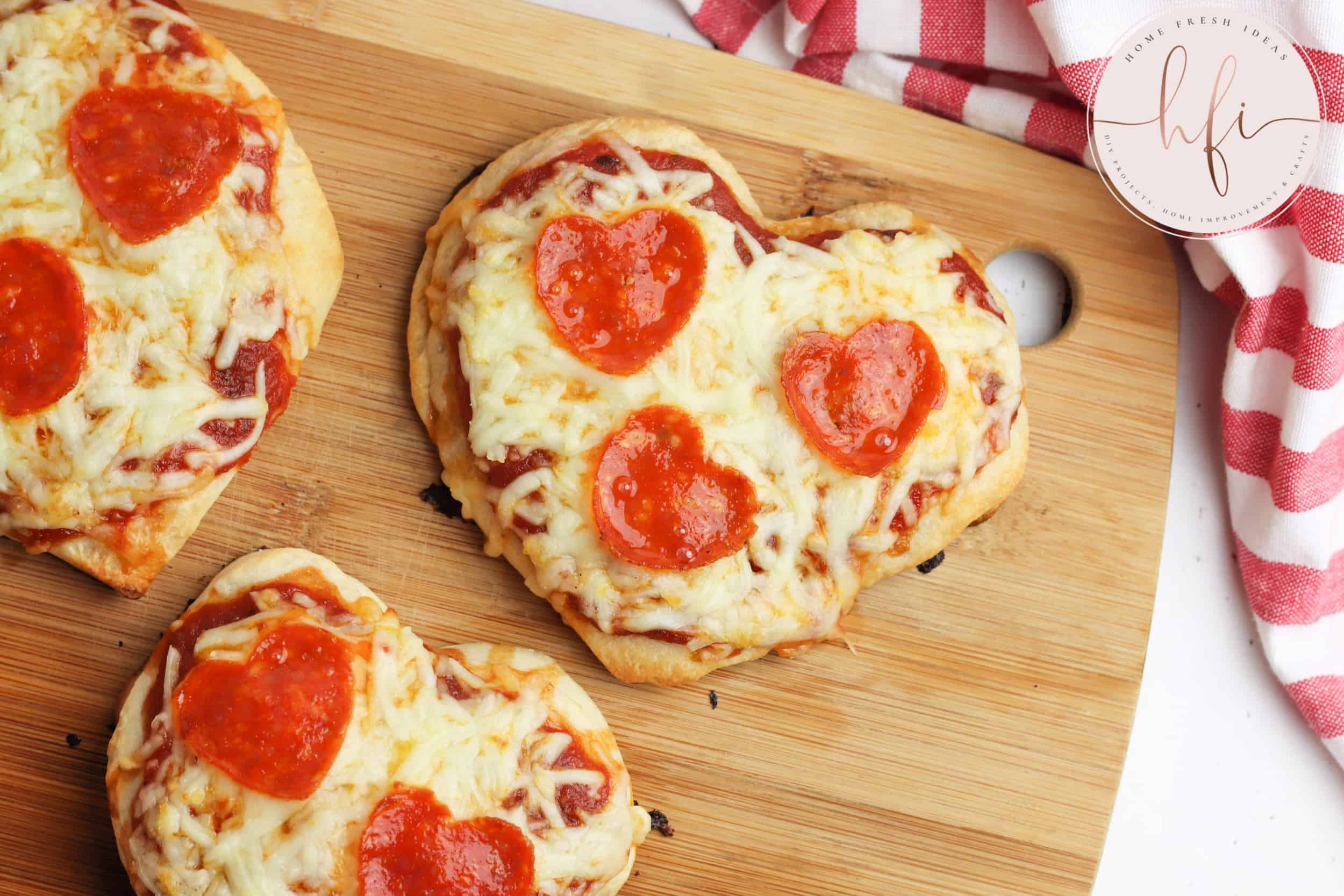baked pizzas ready to eat