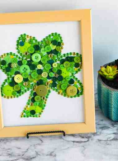 Easy St. Patrick's Day Craft Idea - This Easy St. Patrick's Day Craft Idea is perfect for adults and kids! Crafting is a wonderful way to pass the time too! Break out the supplies and get busy. #craft #stpatricksday #button #easy #kids #adult #decor #homedecor #diy #simple #creative #homefreshideas