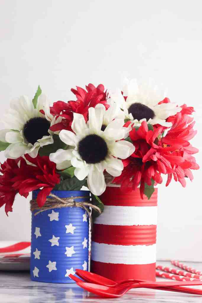 Easy DIY Homemade Flower Vase - This darling EASY DIY Homemade Flower Vase makes the perfect summer centerpiece. It's gorgeous, easy to make, and inexpensive to make. #patriotic #holiday #diy #project #easy #frugal #decor #decoration #homefreshideas