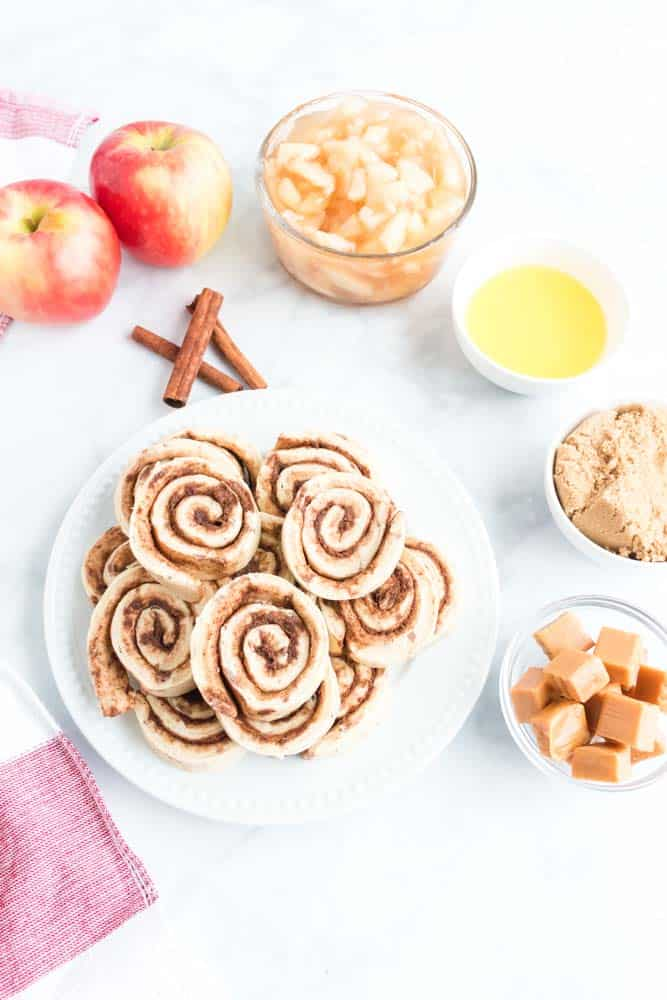 How To Make Apple Pie Cinnamon Roll Monkey Bread Recipe - Learn How To Make Apple Pie Cinnamon Roll Monkey Bread Recipe with just 5 ingredients. It's so simple and tastes amazing. Perfect for holidays and fall brunch. #monkeybread #cinnamonroll #easy #brunch #breakfast #homefreshideas