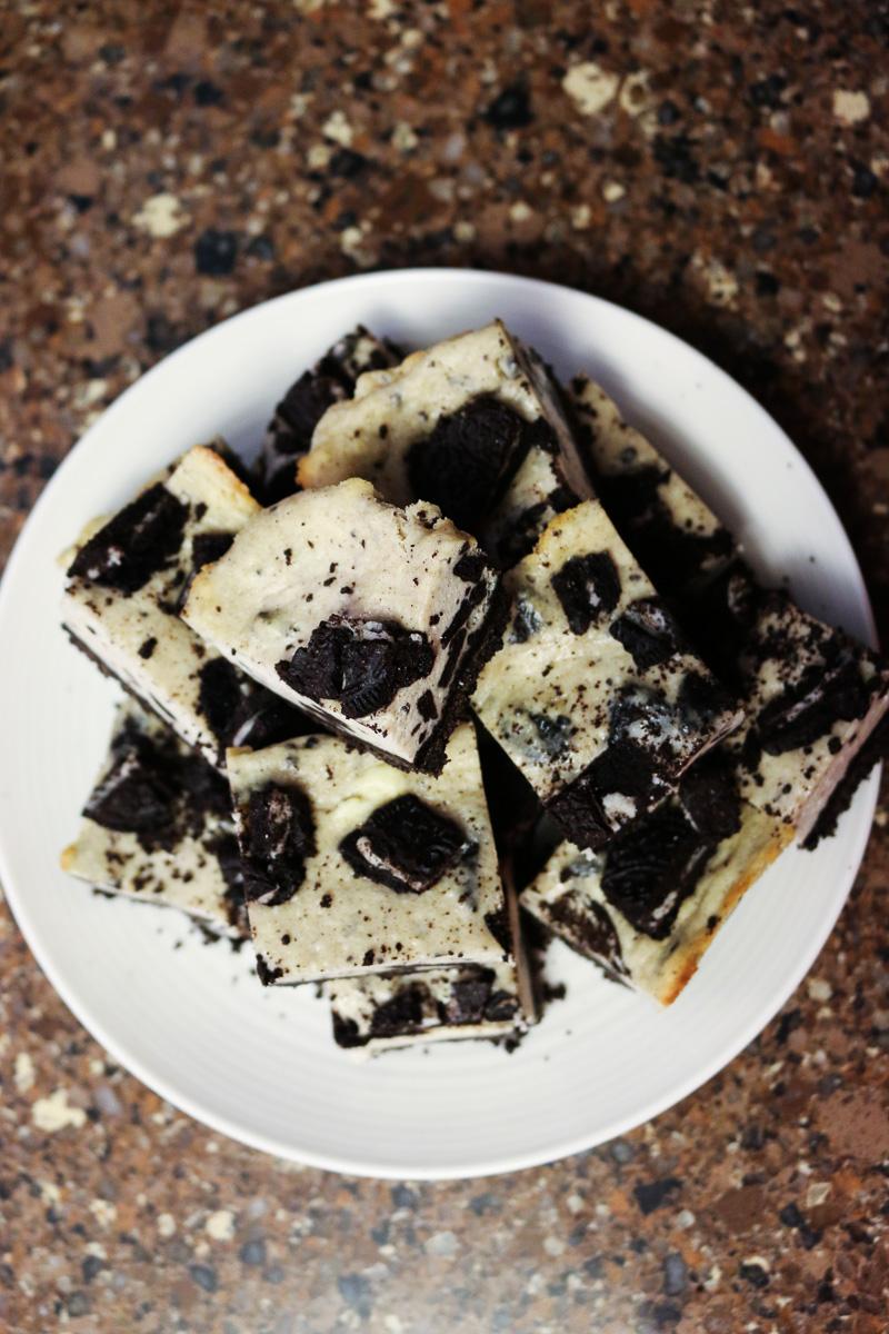 oreo crumble cheesecake bars