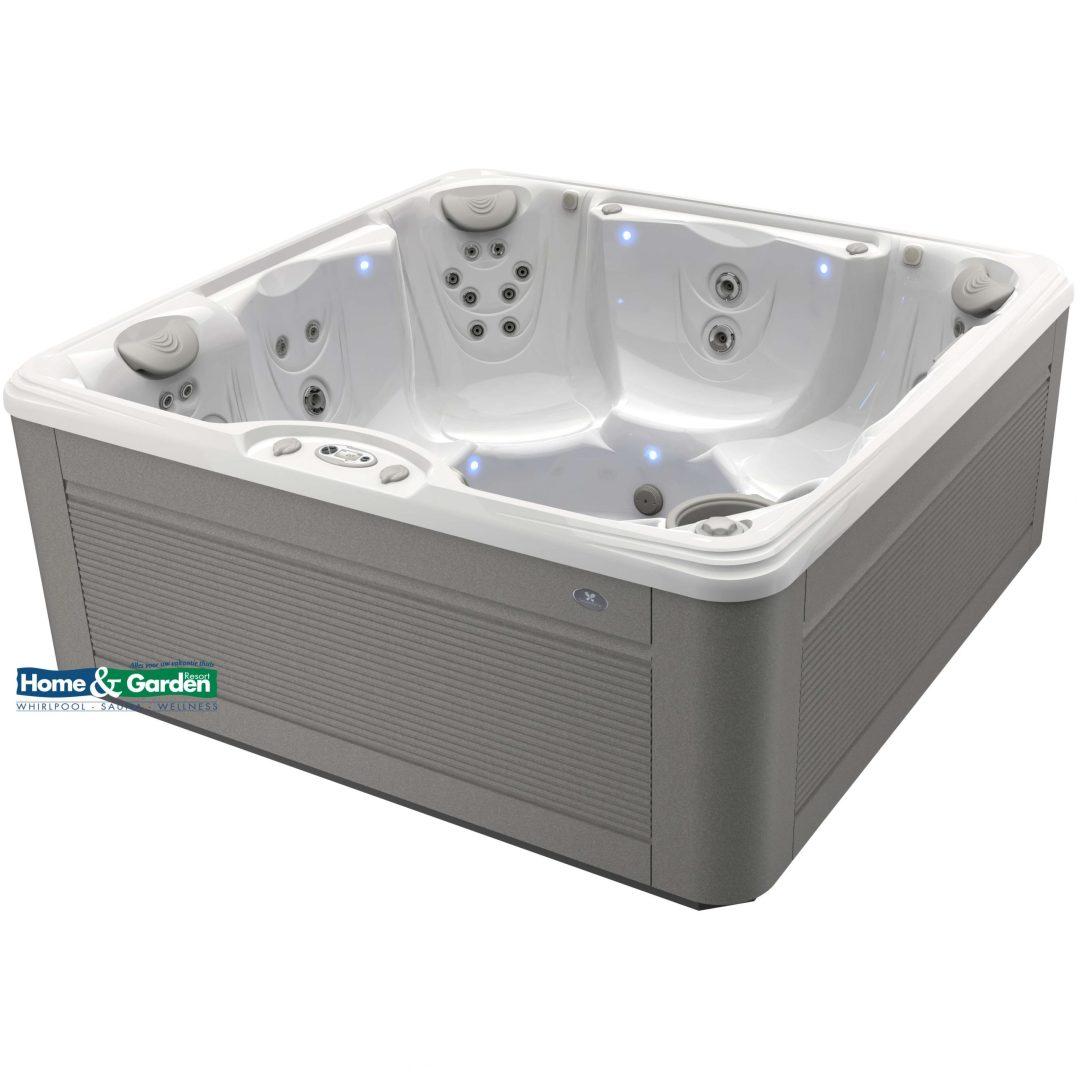 Foto van een Caldera Spa type Marino. Het bad op de foto is uitgevoerd met een kuip in de kleur arctic white en een Avante™-omkasting in de kleur ash.