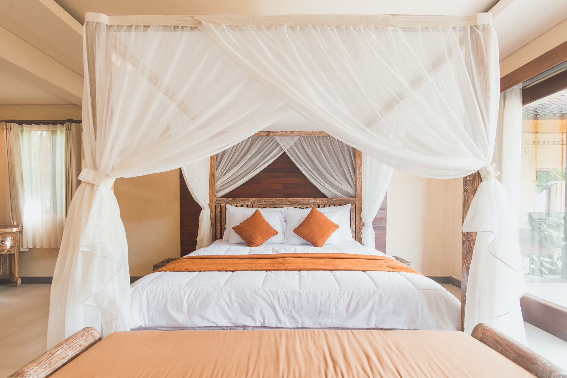 Canopy Bed With Curtains A Must Have For A Truly Romantic Bedroom