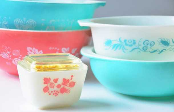 pastel colored pyrex bowls and small casserole dish