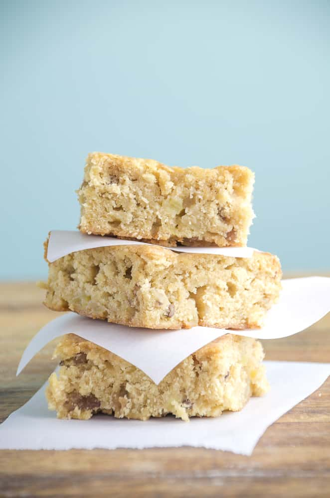Brown Sugar Apple Blondies are an easy apple dessert  that are packed with apples, cinnamon and brown sugar.