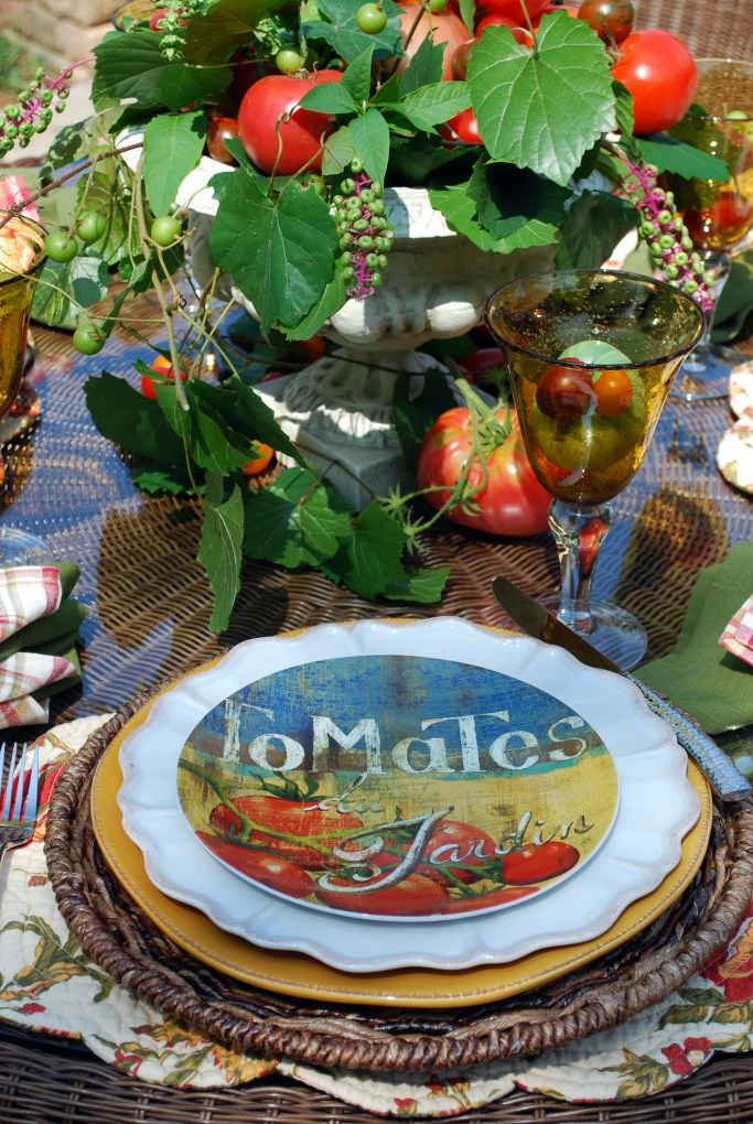 Summer tablescape with tomato centerpiece and dishes | ©homeiswheretheboatis.net #summer #tablescape #tomatoes #alfresco