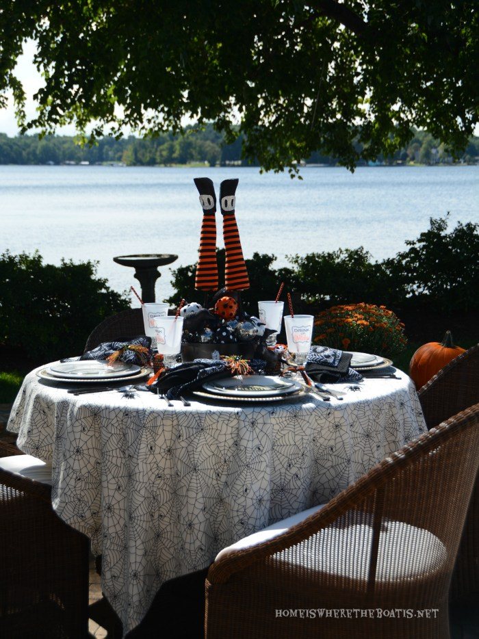 Witches' Potion Table Halloween Tablescape   ©homeiswheretheboatis.net #halloween #tablescape #witch #alfresco