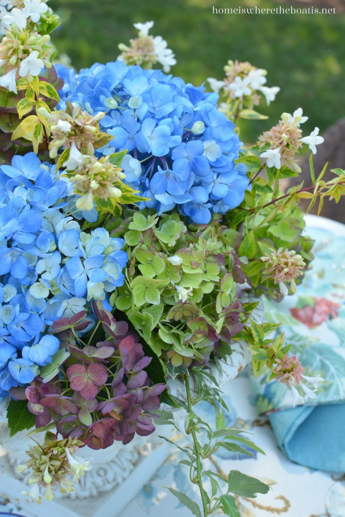Lakeside table and Summer's Last Hurrah with Hydrangeas and Majolica   homeiswheretheboatis.net #tablescapes #summer #alfresco #hydrangeas