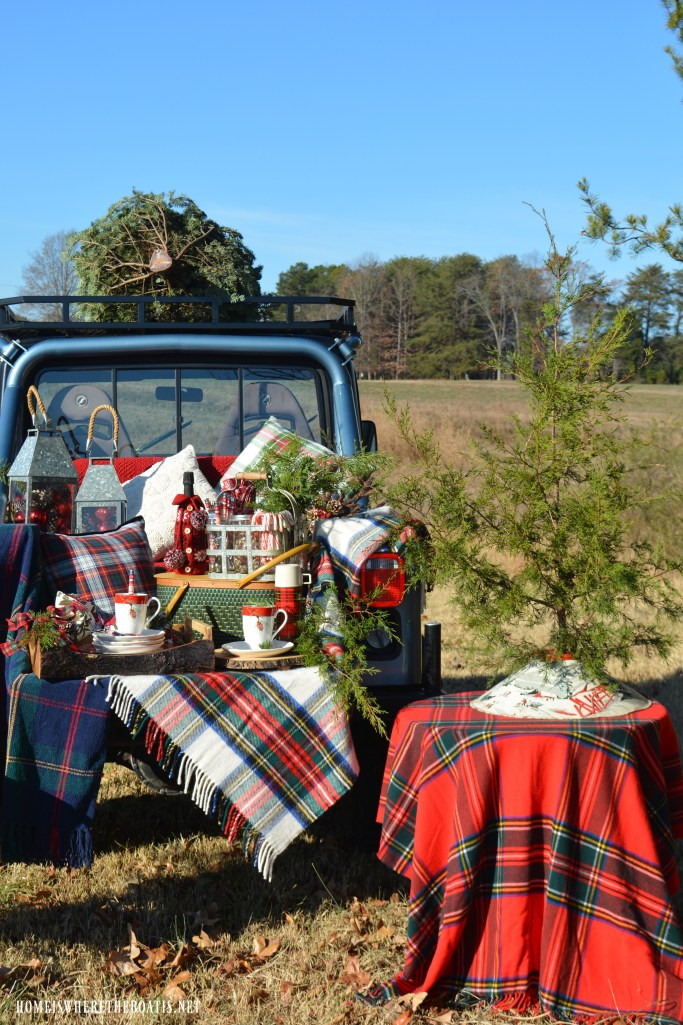 Christmas Tree Tailgate and Picnic | ©homeiswheretheboatis.net #christmas #plaid #tartan #Jeep #tailgate #picnic