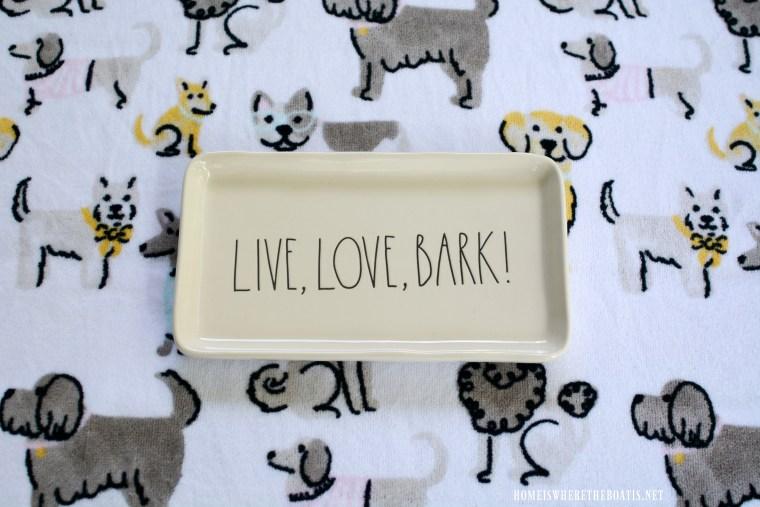 Live, Love, Bark! | ©homeiswheretheboatis.net #dogs #bichonfrise #nationaldogday