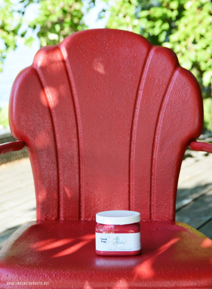 Vintage Lawn Chair Refresh with Chalk Paint | ©homeiswheretheboatis.net #chalkpaint #DIY