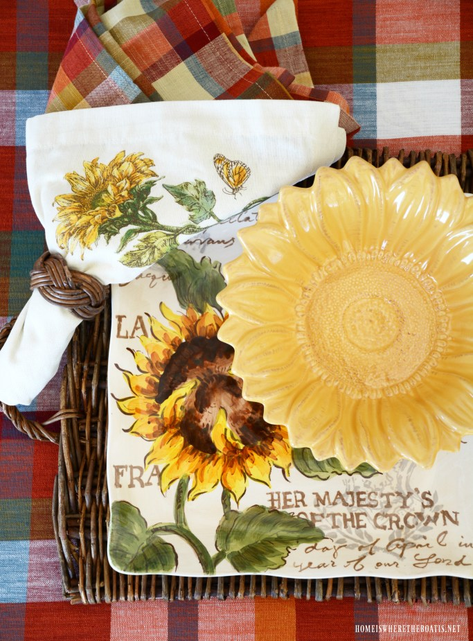 Sunflower plate bowl and napkins with plaid | ©homeiswheretheboatis.net #sunflowers #lake #summer #alfresco
