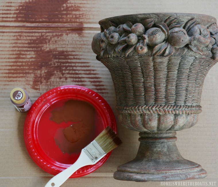 Refreshing an urn with paint | ©homeiswheretheboatis.net #paint #DIY
