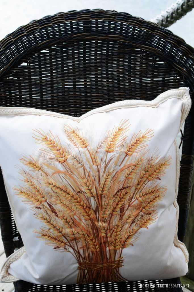 Wheat pillow | ©homeiswheretheboatis.net #fall