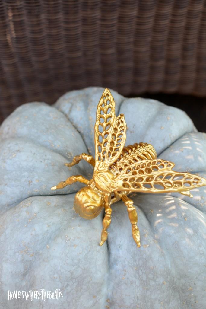 Skeleton Bee | ©homeiswheretheboatis.net #halloween #tablescapes #skeleton #garden