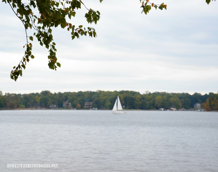 Weekend Waterview sailboat Lake Norman | ©homeiswheretheboatis.net