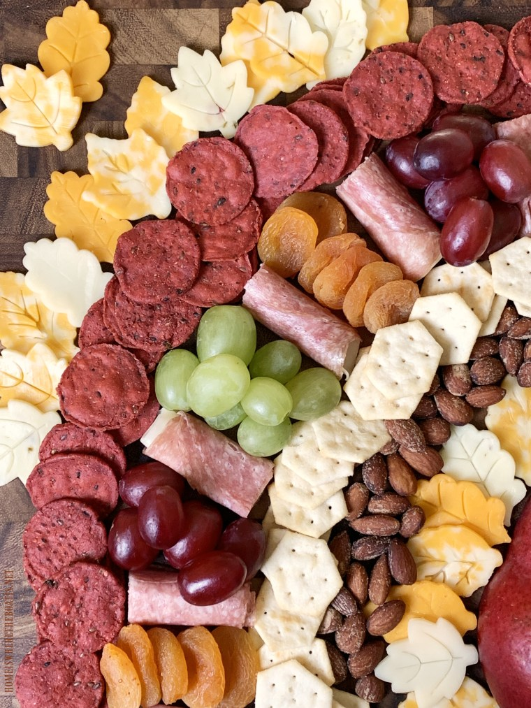 Turkey Snack Board for Thanksgiving | ©homeiswheretheboatis.net #thanksgiving