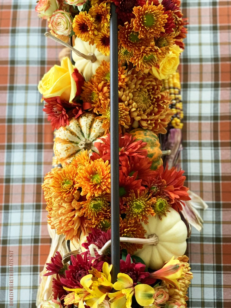 DIY fall floral centerpiece with pumpkins | ©homeiswheretheboatis.net #fall #autumn #thanskgiving #tablescapes