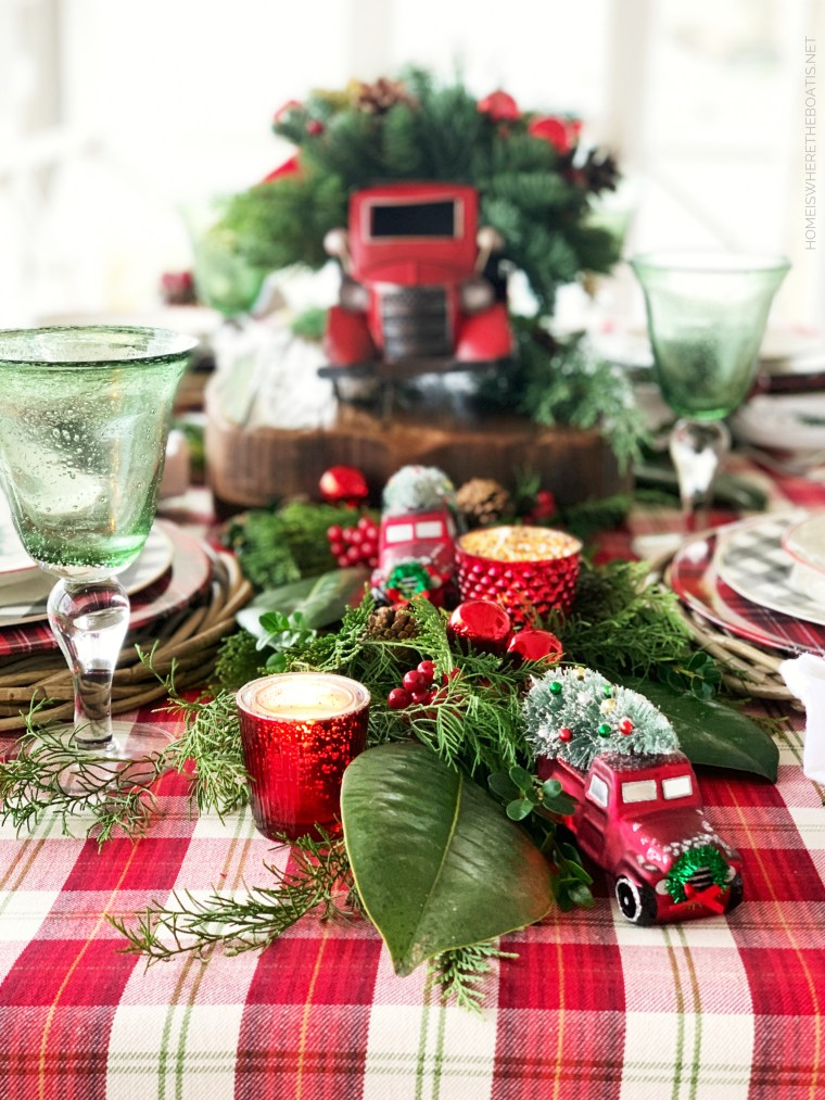 Red truck Christmas table | ©homeiswheretheboatis.net #christmas #truck #tablescapes #tartan #plaid