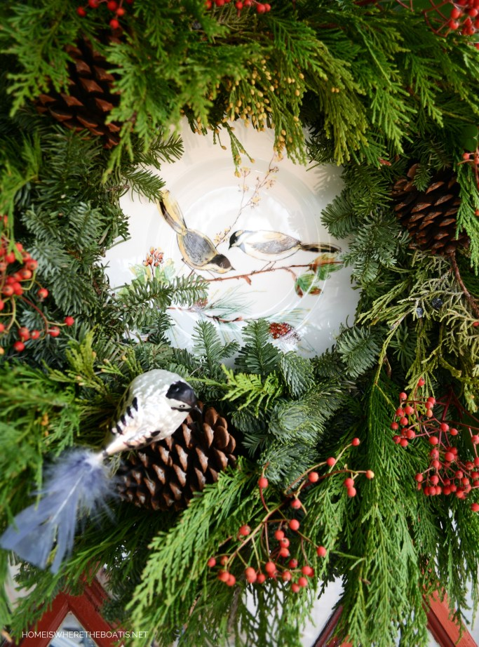 Evergreen wreath framing a plate with birds | ©homeiswheretheboatis.net