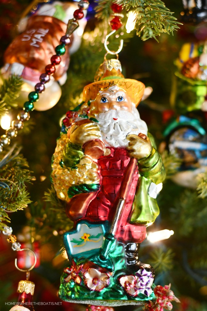 Santa Gardener Ornament | ©homeiswheretheboatis.net #Christmas #tree