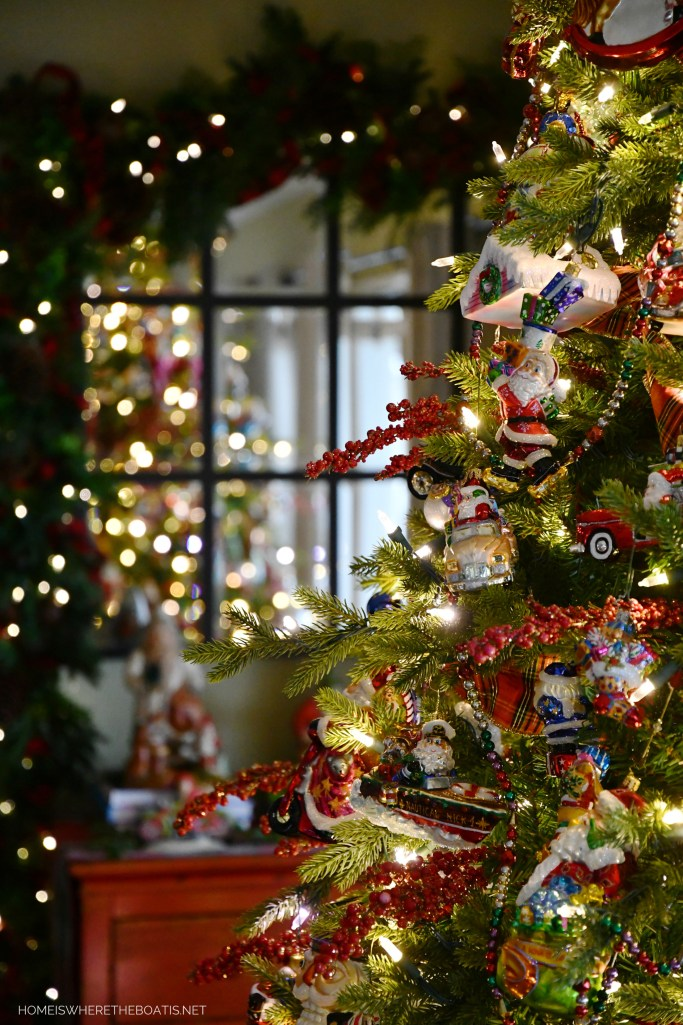 Christmas tree | ©homeiswheretheboatis.net #christmas #ornaments #radko #tree
