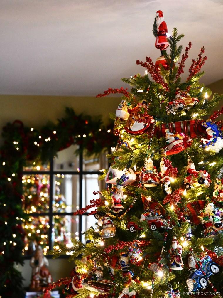 Christmas Tree | ©homeiswheretheboatis.net #Christmas #tree