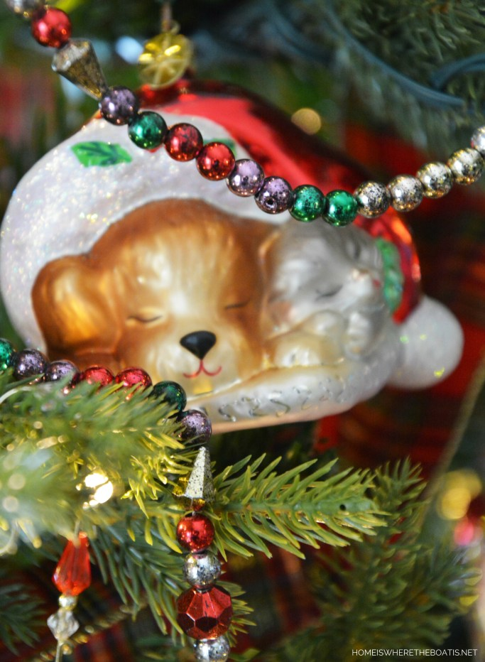 Dog and Cat in Santa Hat Christmas Ornament | ©homeiswheretheboatis.net #Christmas #tree