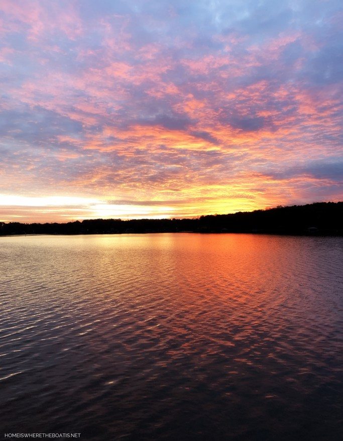 Sunset Lake Norman | ©homeiswheretheboatis.net #sunset #LKN