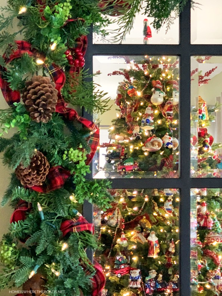 Christmas garland and mirror with reflection of tree | ©homeiswheretheboatis.net #christmas #greenery #tree