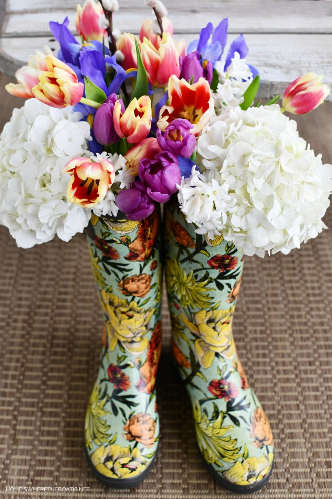Wellies with flowers | ©homeiswheretheboatis.net