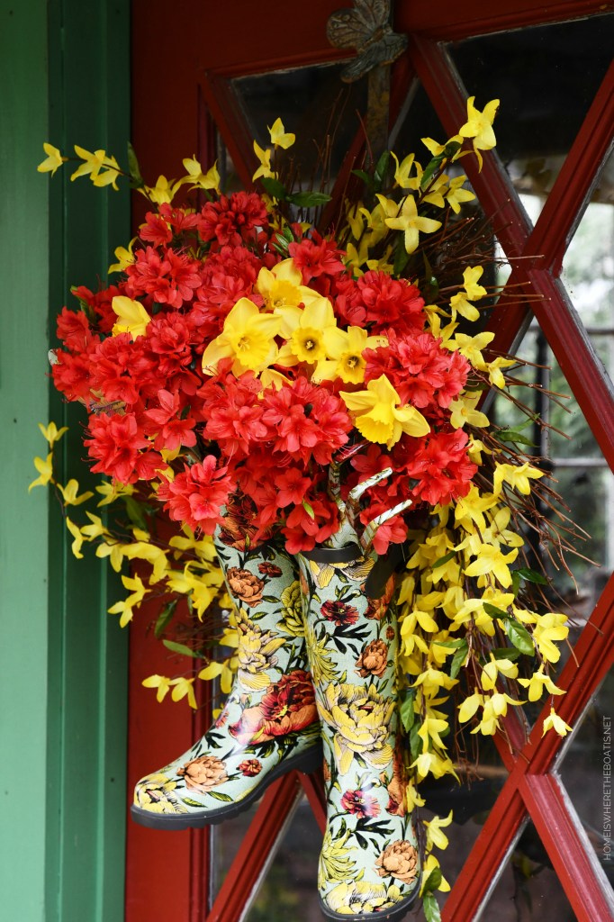 DIY Spring Wreath with blooming wellies | ©homeiswheretheboatis.net #spring #wreath #diy #flowers