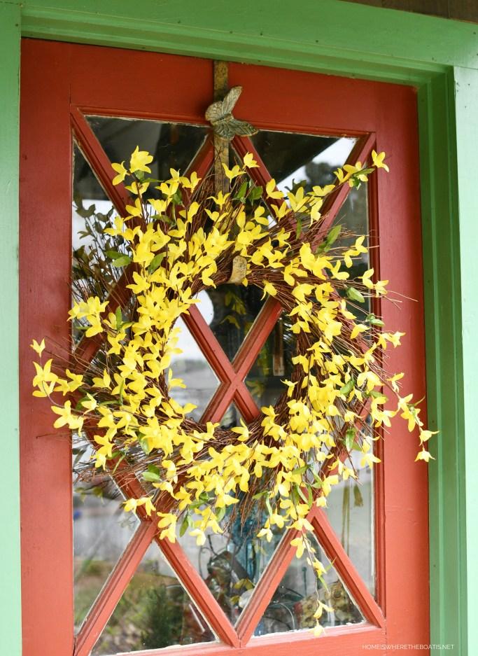 Forsythia Wreath | ©homeiswheretheboatis.net #spring #wreath #diy #flowers