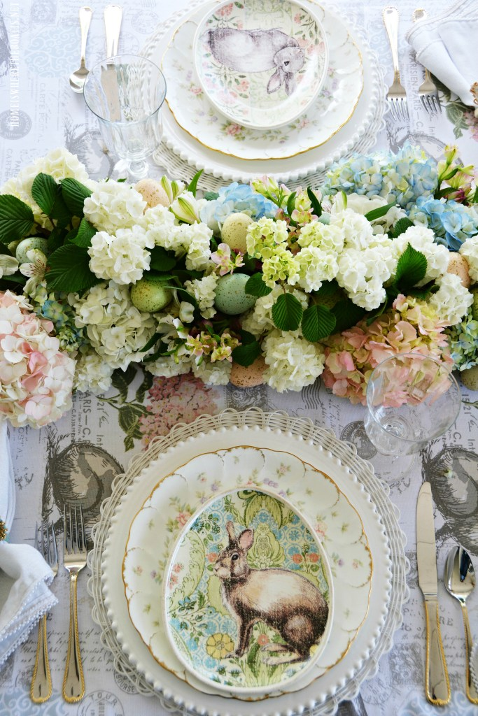 DIY blooming table runner with fresh flowers for an Easter or spring table | ©homeiswheretheboatis.net