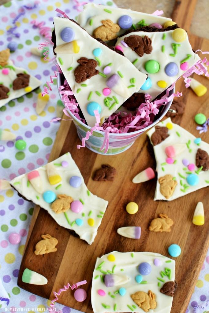 Easter Bunny Bark | ©homeiswheretheboatis.net #Easter #nobake #recipe #easy #bunny
