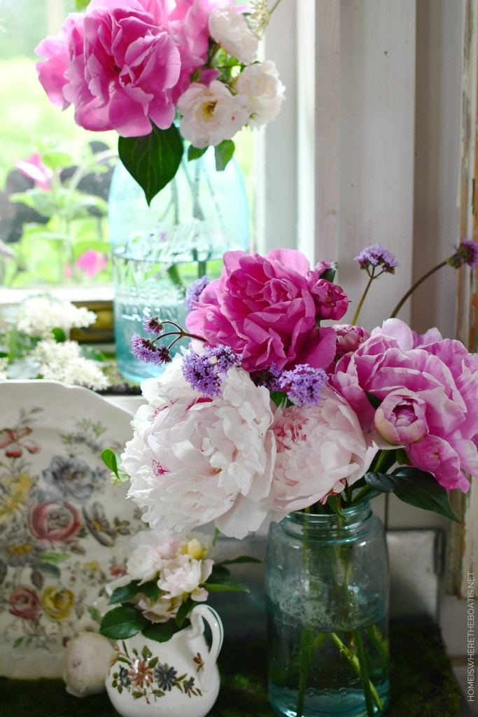 Ball jar bouquets in the Potting Shed | ©homeiswheretheboatis.net #flowers #masonjars