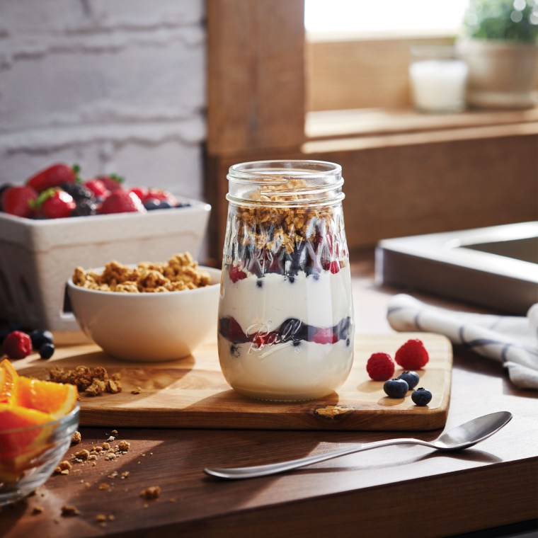 Ball Flute Jars parfait and giveaway | ©homeiswheretheboatis.net #masonjars