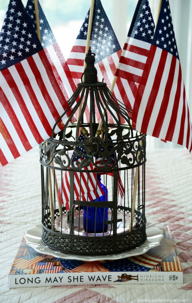 Long May She Wave Patriotic Table | ©homeiswheretheboatis.net