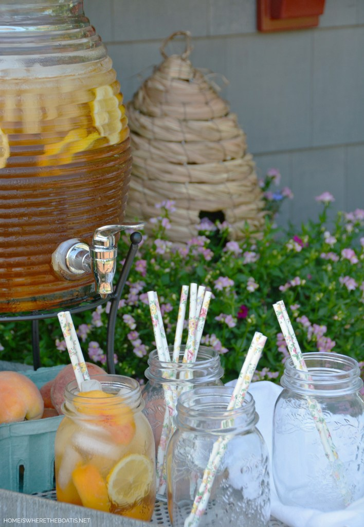 Peach Tea Punch | ©homeiswheretheboatis.net #masonjars #cocktail #beverage