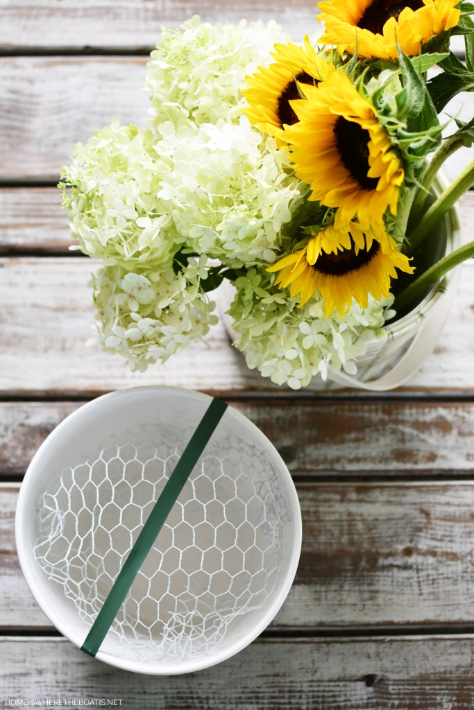 DIY Sunflowers and Hydrangeas Flower Arrangement | ©homeiswheretheboatis.net #sunflowers