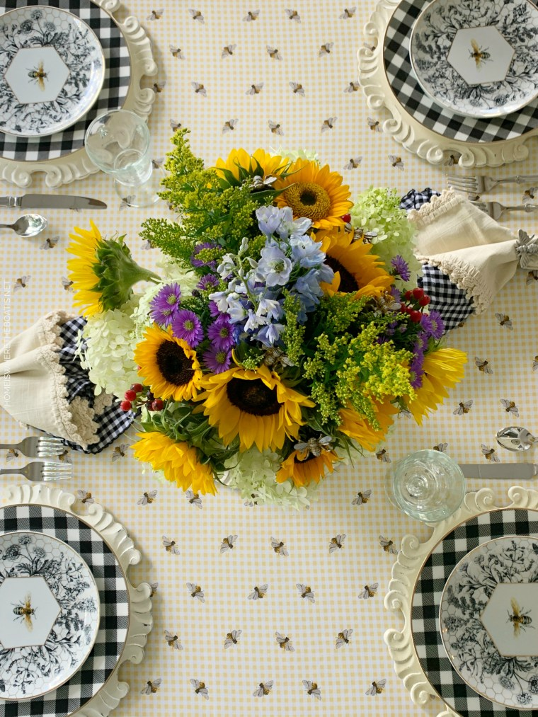Bees, Sunflowers and Hydrangeas Arrangement and Tablescape | ©homeiswheretheboatis.net #tablescapes #summer #bees #sunflowers
