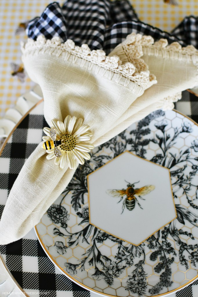 Bees Tablescape | ©homeiswheretheboatis.net #tablescapes #summer #bees